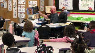 Photo of Rep. Danny Watson Tours Clinton Primary, Praises Hope Public Schools