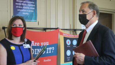 Photo of Sen. John Boozman tours UAMS Preventative Family Medicine Clinic in Prescott to discuss rural healthcare