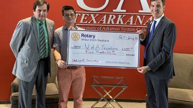 Photo of Wilbur Smith Rotary of Texarkana Donates to UAHT Foundation