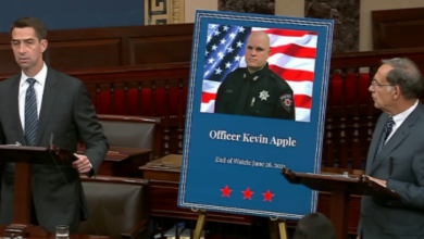 Photo of Senators Boozman & Cotton Pay Tribute to Fallen Pea Ridge Officer